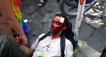Violenze-della-polizia-al-G8-di-Genova-520x280