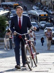 Marino Bicicletta Esausto Traffico Roma