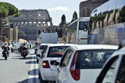 traffico roma colosseo